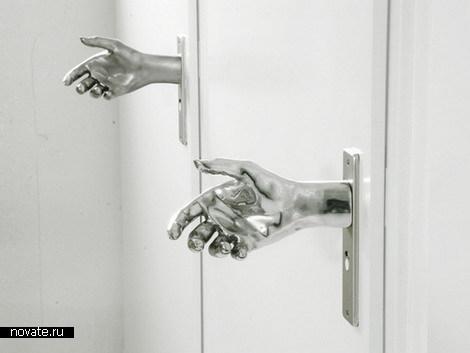 Вежливая дверная ручка