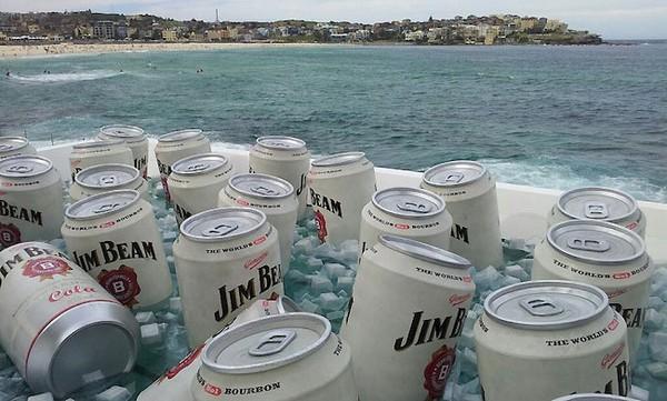 Гигантский холодильник для гигантских банок Jim Beam & Cola