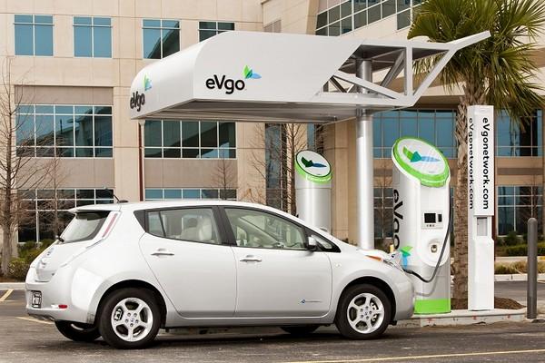 Зарядные станции для электромобилей от Nissan
