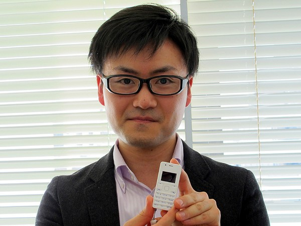 Phone Strap 2 – самый маленький и легкий в мире телефон