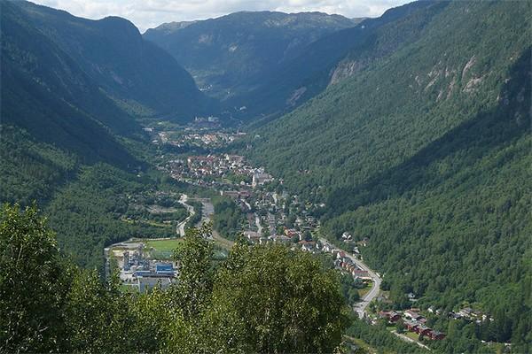 Зеркала-гелиостаты для освещения норвежского города Рьюкан