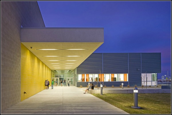 Silverland – энергоэффективная школа с собственным кинотеатром