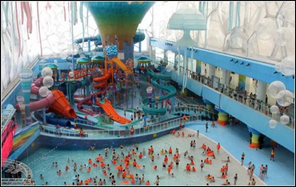Олимпийский Водяной Куб, превратившийся в аквапарк