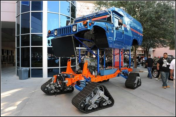 Hummer H1 на гусеничном ходу