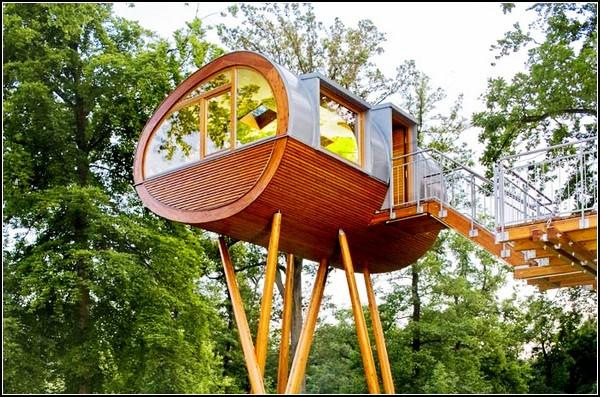 Домик на дереве Baumraum: избушка на курьих ножках