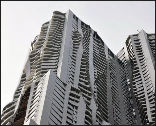 Морщинистый небоскреб в Нью-Йорке