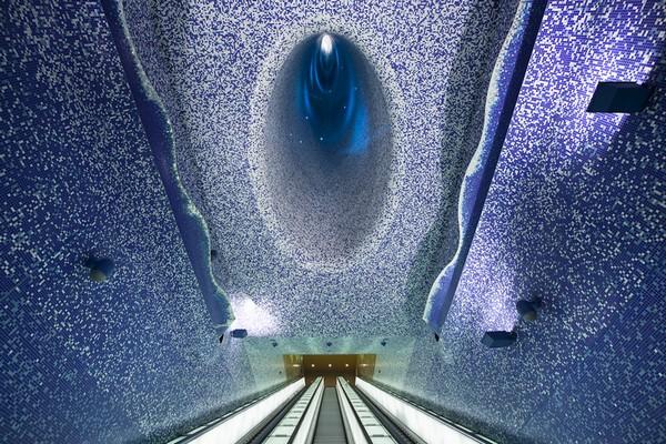 Метрополитен Неаполя: станция в морских тонах