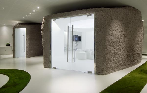 Пещерный офис в Париже