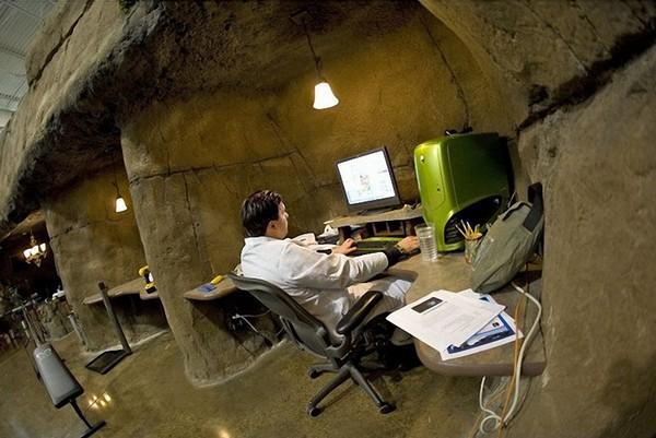 Пещерный офис компании Invention Land
