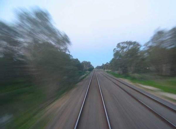 Китайский суперпоезд, едущий со скоростью 500 километров в час