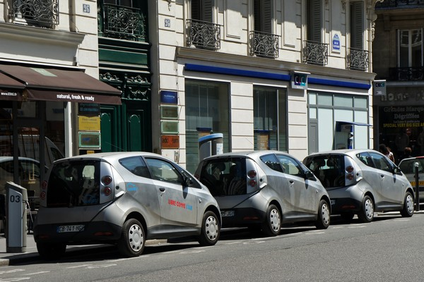 Autolib — сеть общественных электромобилей в Париже