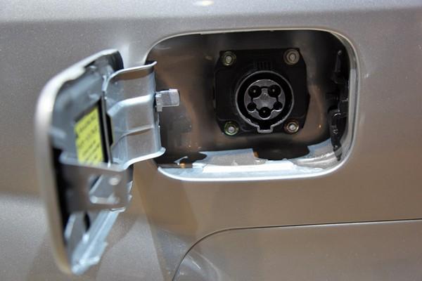 Электромобили CODA – быстрые и дешевые