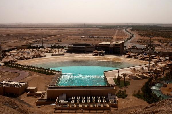 Wadi Adventure — бассейн для серфинга и рафтинга посреди пустыни