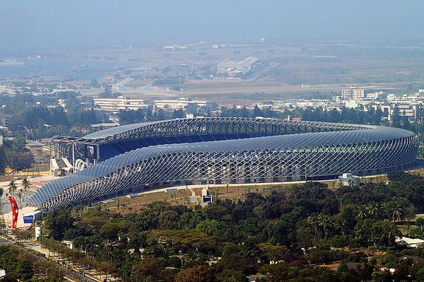 Стадион с солнечной крышей
