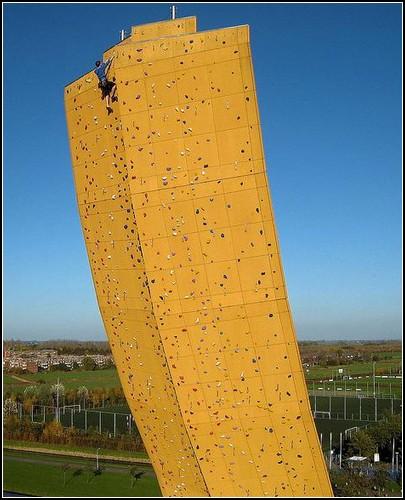 Меч в камне: самый большой скалодром в мире