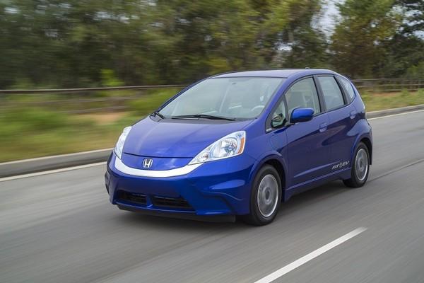 Система EVER: как зарядить электромобиль во время движения