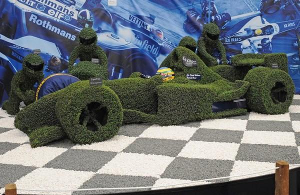 Цветочный болид для Формулы 1