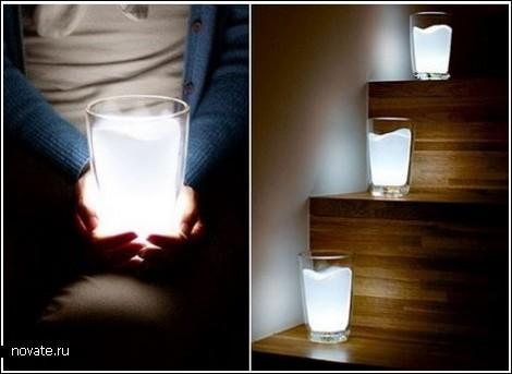 Светящийся стакан с молоком