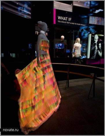 Платье на 24 тысячи лампочек