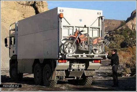Дом на колесах в бывшем мусоровозе