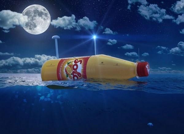 Огромная пластиковая бутылка Ringnes
