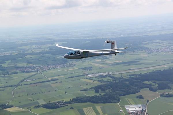 Гибридный самолет E-Genius
