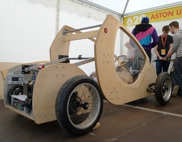 Группа студентов из университета Aston University создала водородный автомобиль, сделанный из фанеры и картона.