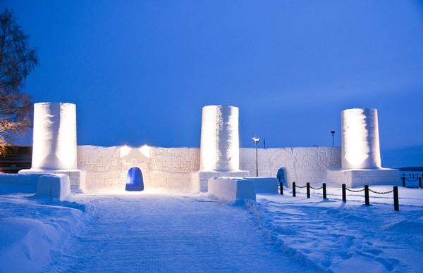 Ледяная крепость в Финляндии