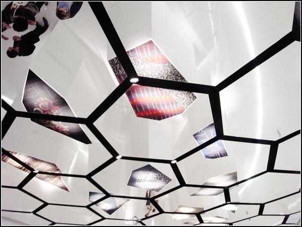 Интерактивный зеркальный потолок The Positive Floor