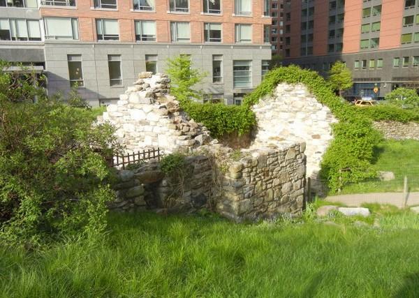 Irish Hunger Memorial – уголок Ирландии в центре Нью-Йорка