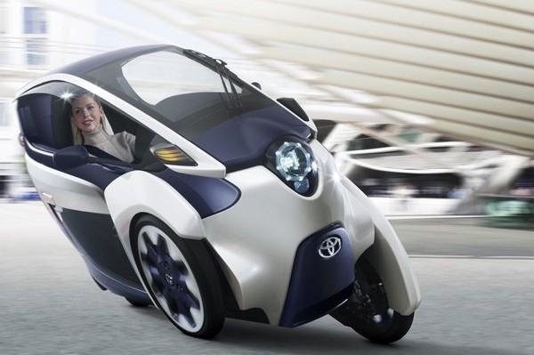 Toyota i-Road – маленький и мобильный электромобиль из скорого будущего