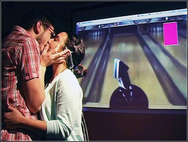 Видеоигры для влюбленных под управлением Kiss Controller