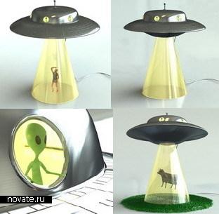 Настольная лампа в виде НЛО