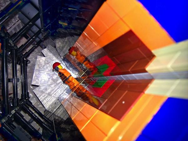 Большой адронный коллайдер из LEGO