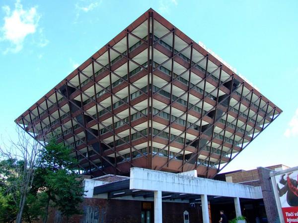 Пирамидальная библиотека Book Mountain + Library Quarter в Нидерландах.  Как в древнем мире пирамиды были одним из...