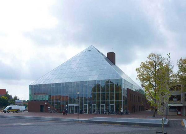 Пирамидальная библиотека Book Mountain + Library Quarter в Нидерландах