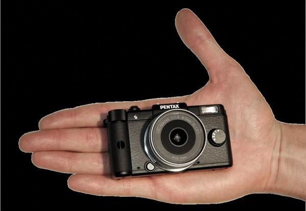 Pentax Q – камера-брелок для минималистов