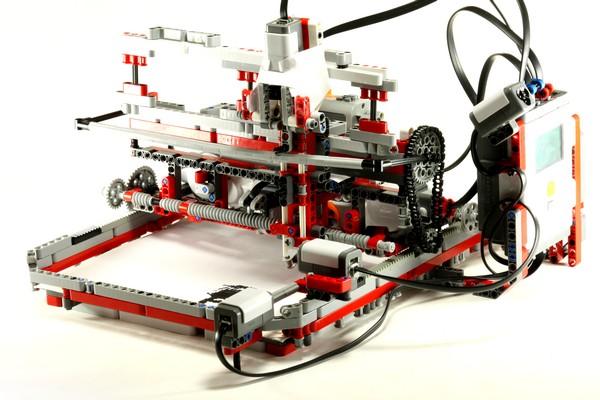 Принтер из LEGO от 14-летнего изобретателя