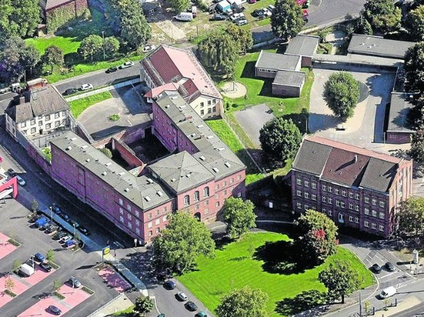 Elwe: из тюрьмы в отель