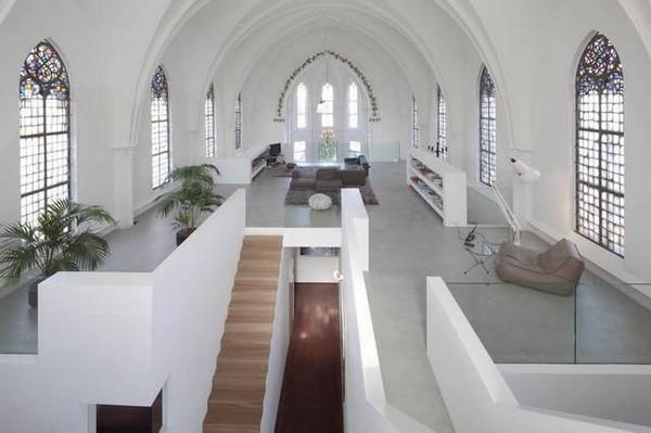 Из церкви в квартиру