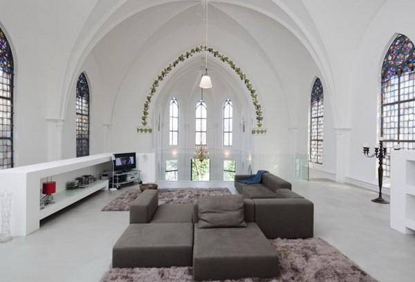 Жилая квартира в старой церкви