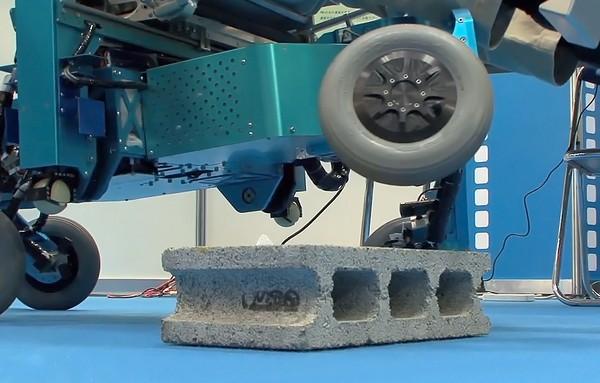 Инвалидное кресло-робот от Технологического института города Тиба