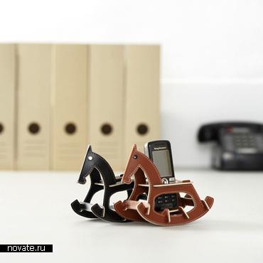 Лошадка-качалка для мобильного телефона