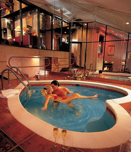 Очень романтический бассейн
