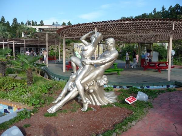 Парк эротических скульптур