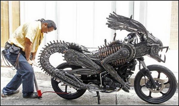 Мотоцикл-Чужой Sci-fi Bike, сделанный из металлолома