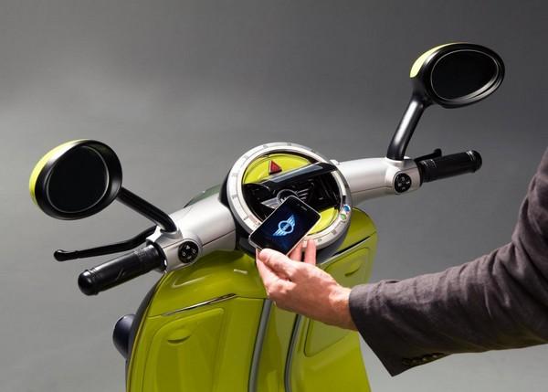 Скутер BMW Mini E Scooter с бортовым компьютером iPhone