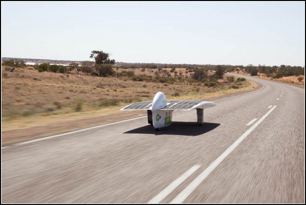 Самая быстрая солнечная машина