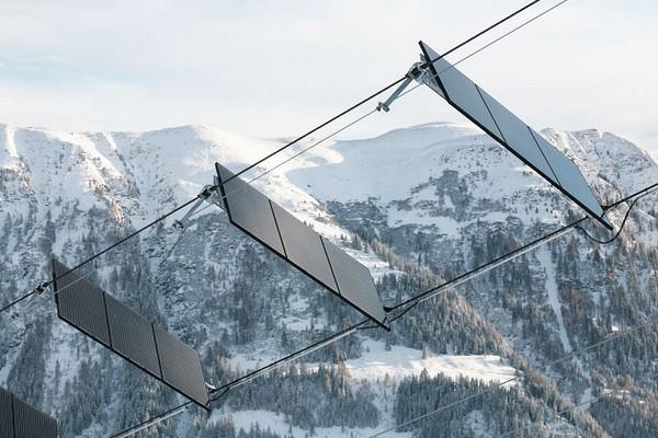 Первая канатная дорога на солнечных батареях