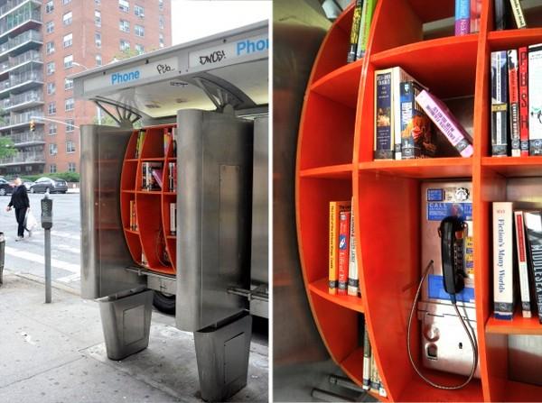 Телефонная будка с уличной библиотекой